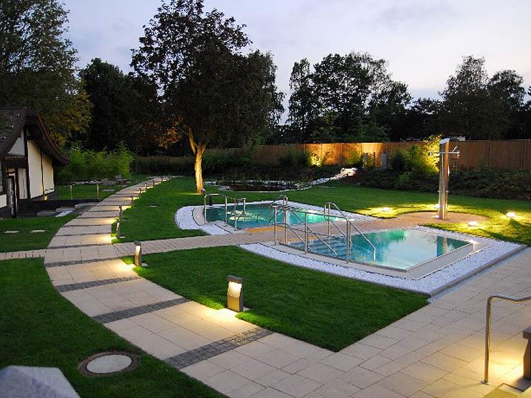 Hofeinfahrten modern haus design m bel ideen und for Pool designs under 50 000